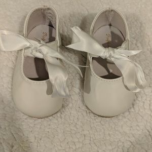 Ralph Lauren Layette White Lambskin Briley Booties